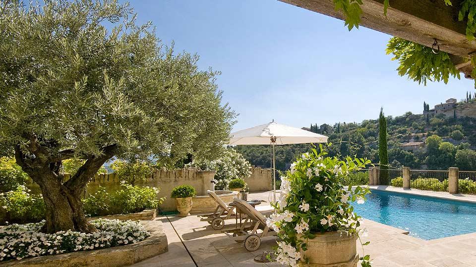 Location de villa dans le luberon villa de luxe dans le for Location villa piscine luberon