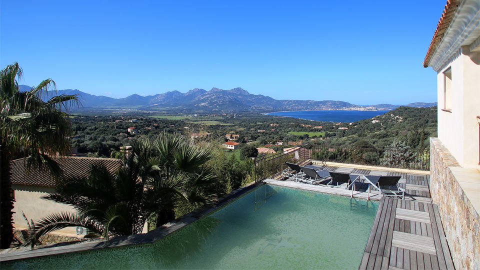 Villa rinata villa louer corse calvi villanovo for Villa piscine debordement