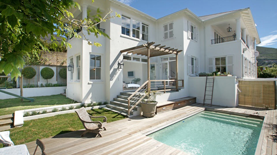 ... , vues imprenables, patio, piscine, joli jardin avec terrasse en bois