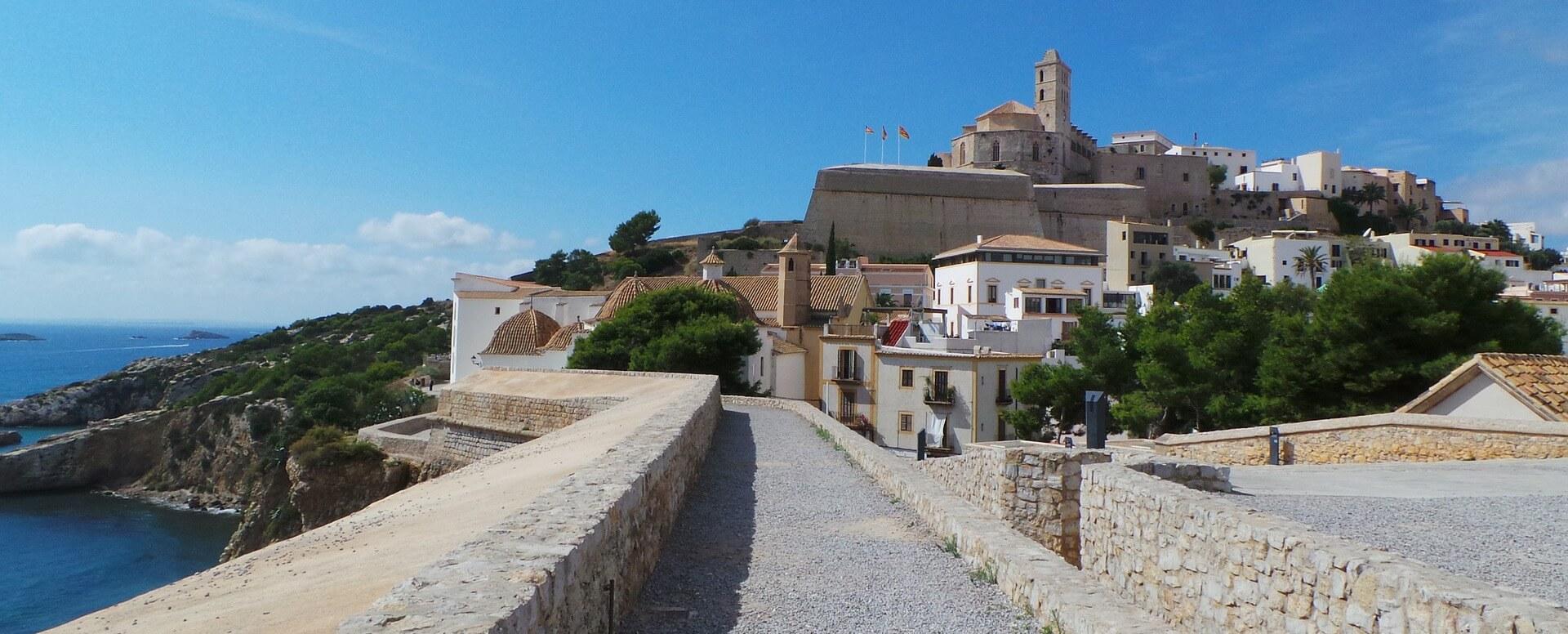 4 - Visit the castle of Almudaina - Ibiza