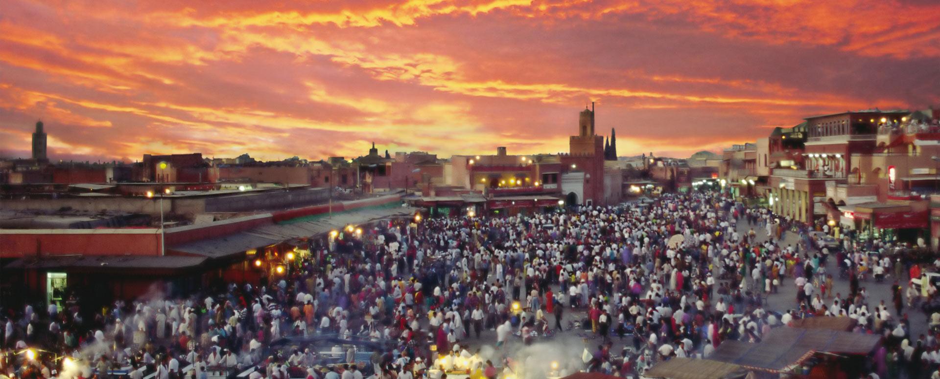 2. Découvrir la place Jemaâ El Fna le soir - Marrakech