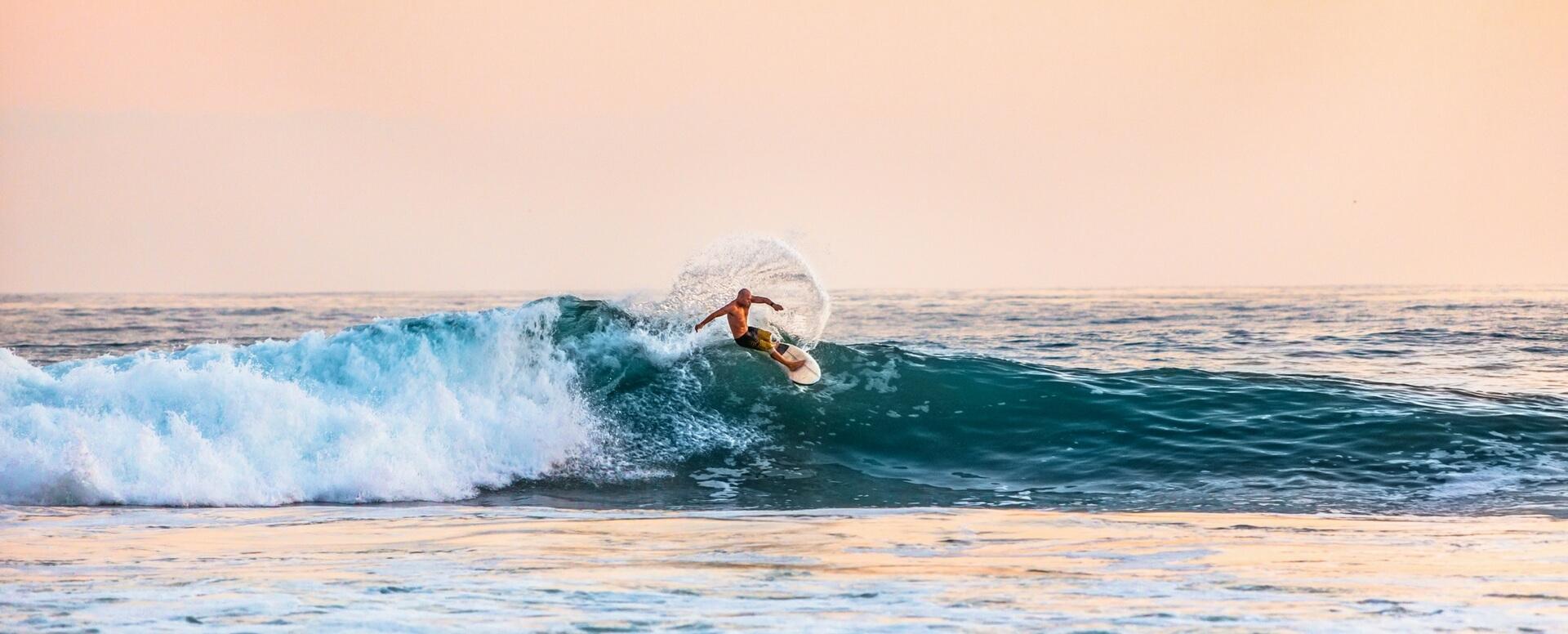 2- Faites du surf sur Kuta Beach - Bali