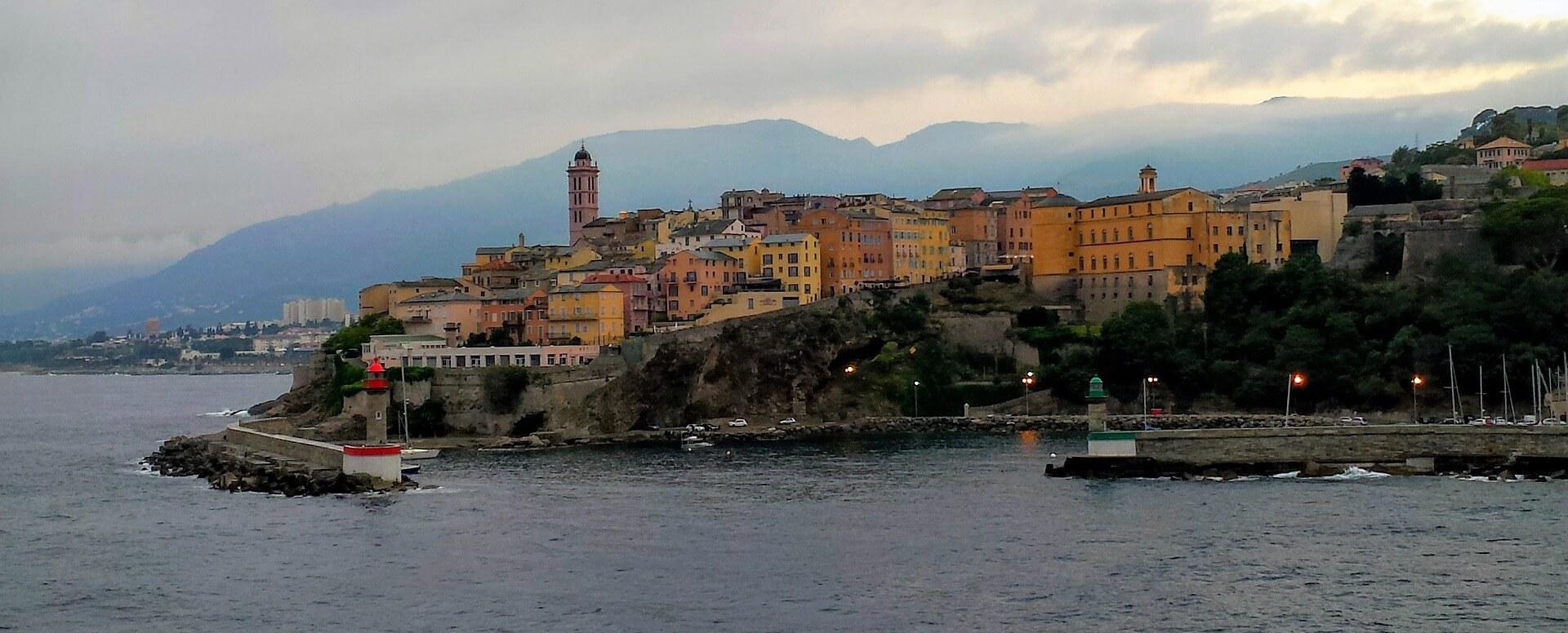 2. Visiter l'impressionnante citadelle génoise de Porto-Vecchio - Corse