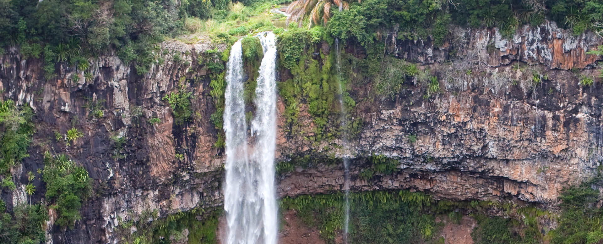 Admire the spectacular waterfalls of Tamarin - Mauritius