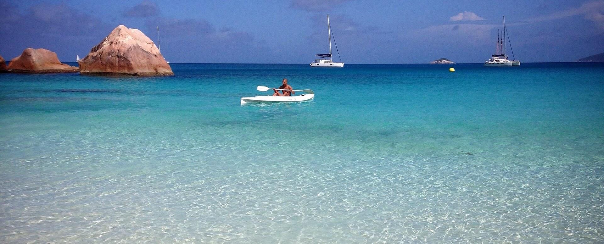 6. Se balader sur un bateau à fond de verre - Seychelles