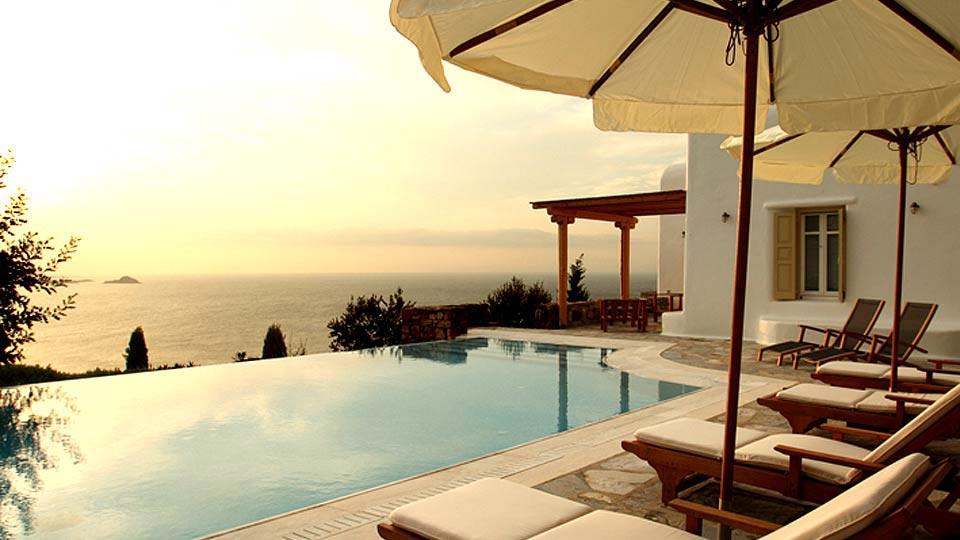 location de villa en gr ce villa de luxe en gr ce avec villanovo. Black Bedroom Furniture Sets. Home Design Ideas