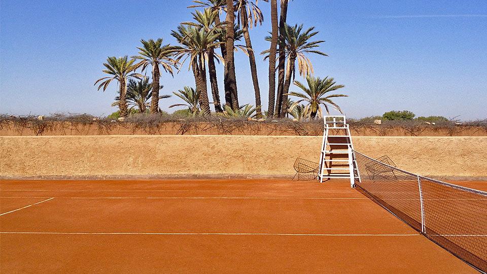 Location villa marrakech avec tennis villa marrakech for Mesure terrain de tennis