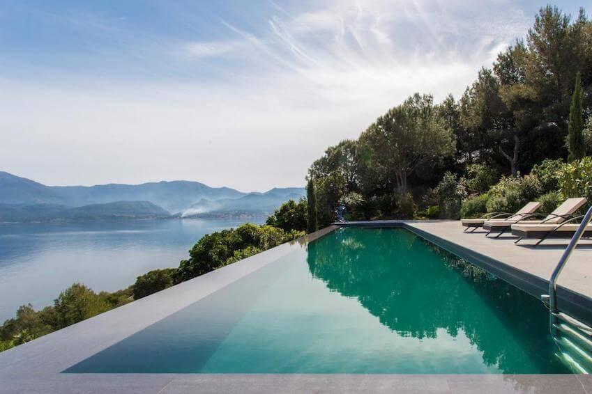 plus belles villas louer avec piscine d bordement. Black Bedroom Furniture Sets. Home Design Ideas