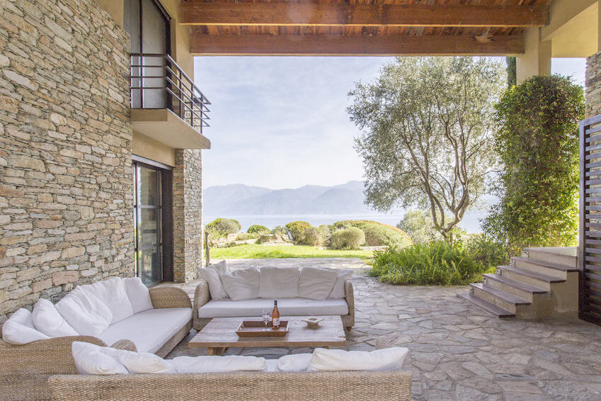 Memorable holidays in Corsica in a luxury villa