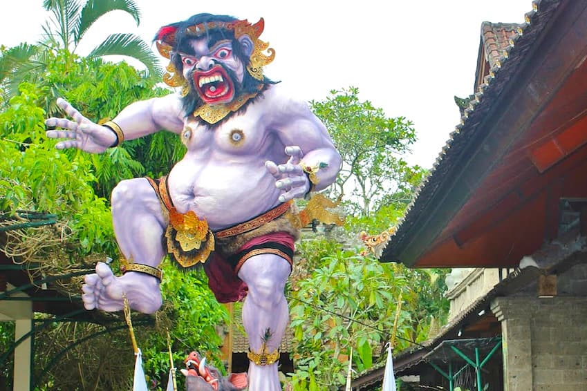 The parade of Ogoh Ogoh, paper monsters that invade the streets of Bali