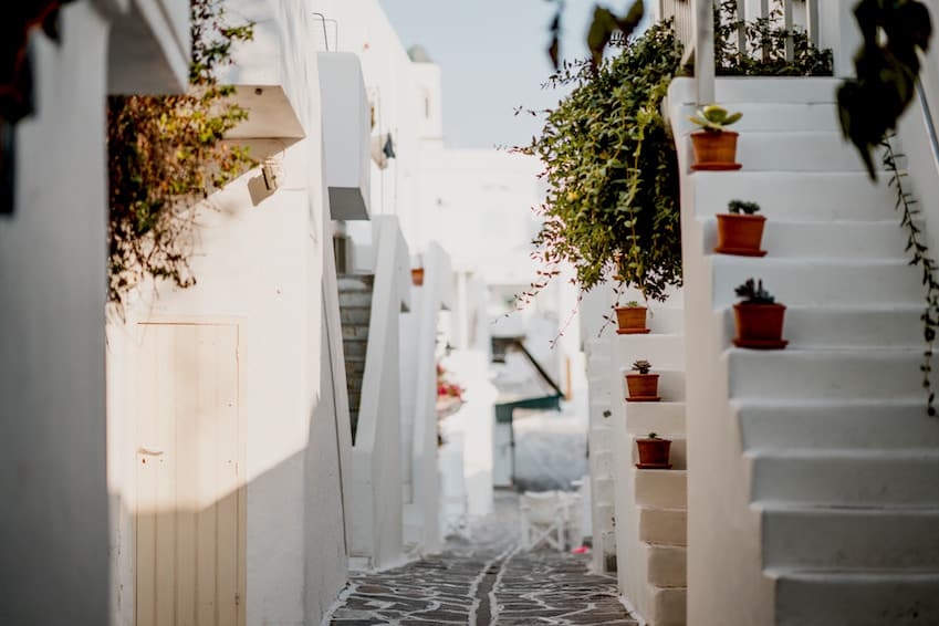 6- To afford an ultra-luxury break: Paros