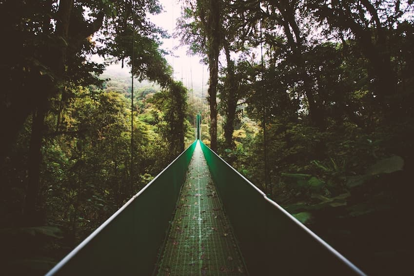 2- Try to cross the many suspension bridges of Costa Rica