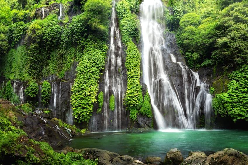 Les cascades jumelles de Banyumala