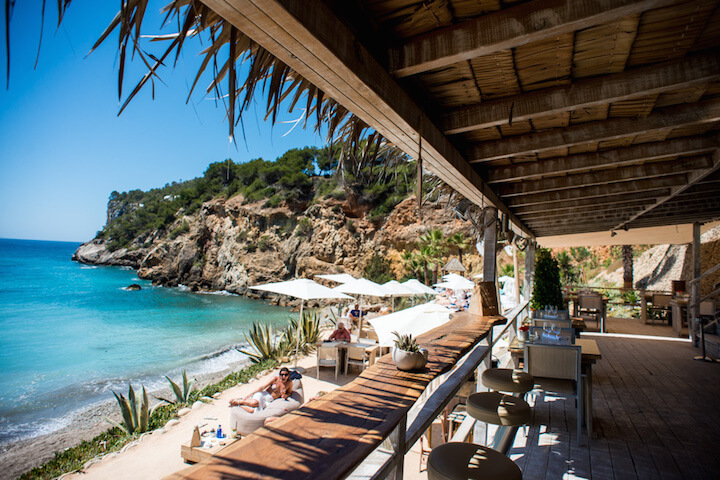 Amante Ibiza: elegance, with you feet in the sand