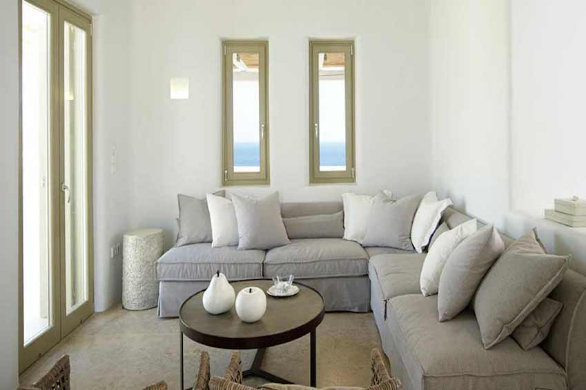 2. A clifftop kingdom in Mykonos
