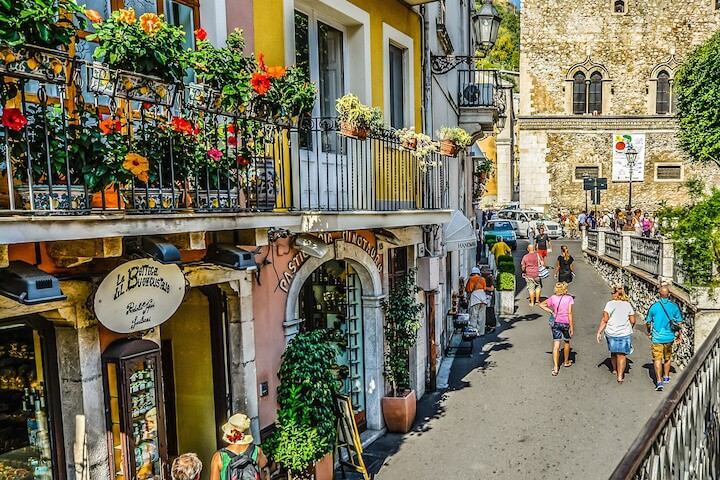 What is the best time to discover Sicily?
