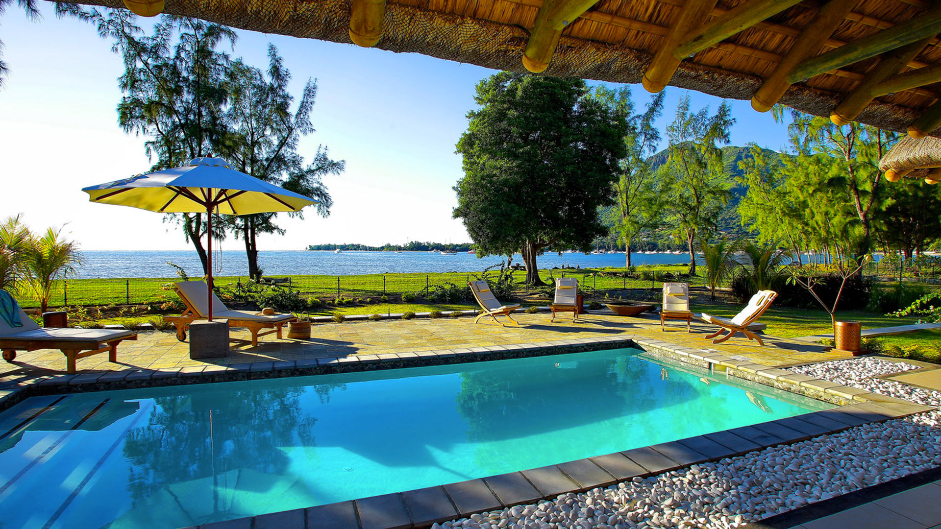 Photos of villa coco in mauritius west villanovo for Swimming pool mauritius
