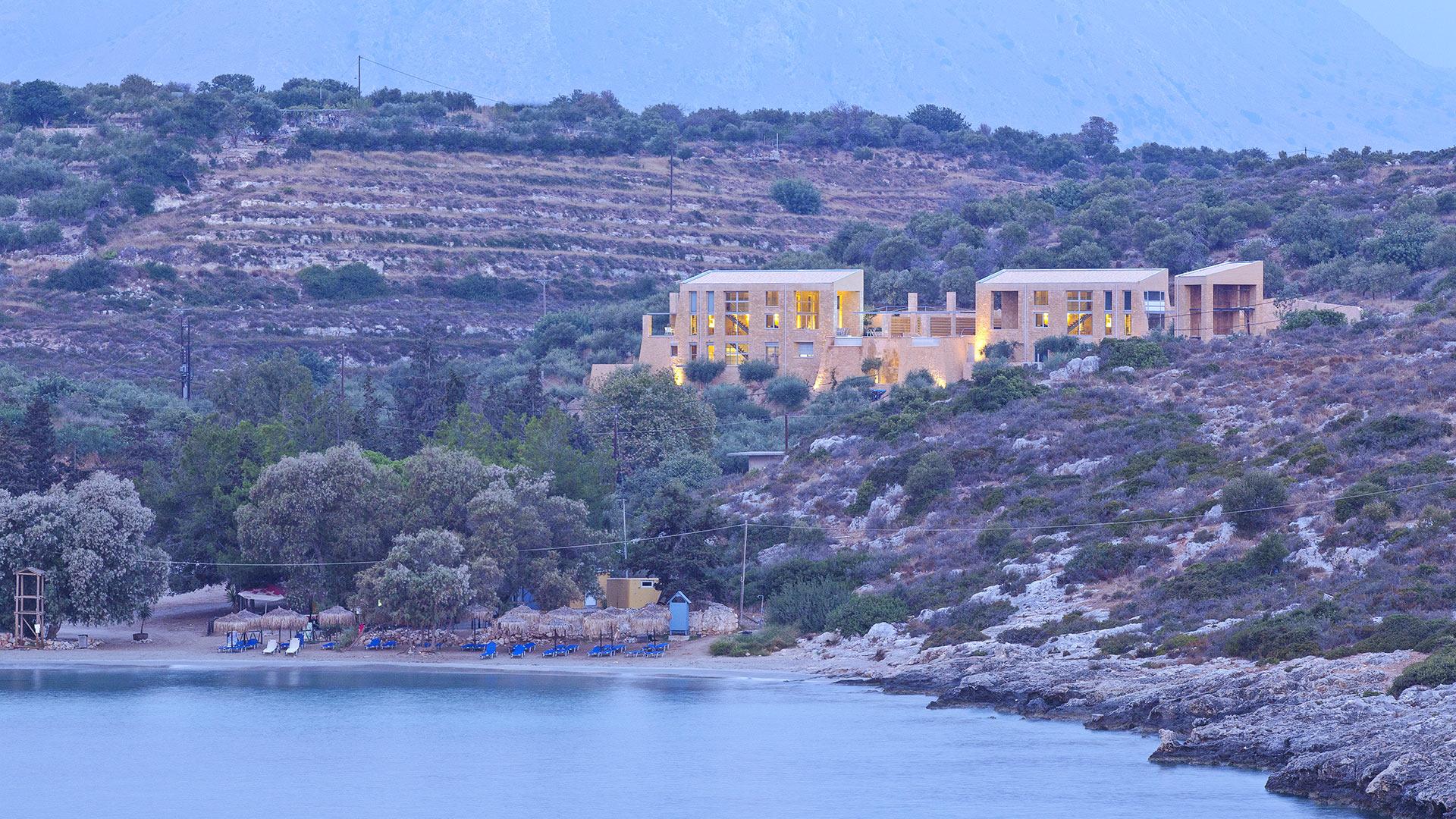 photos de la villa ares crete villanovo. Black Bedroom Furniture Sets. Home Design Ideas