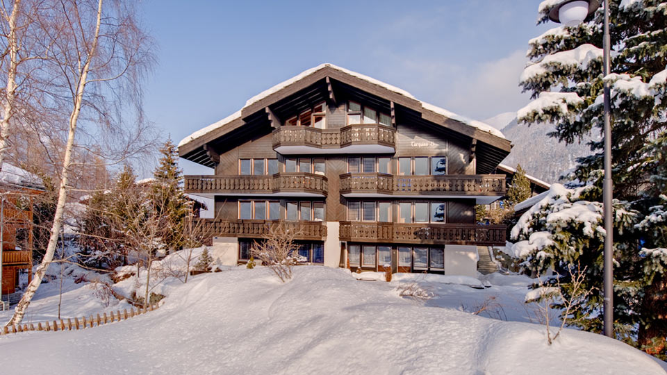 Villa Chalet Crystal Lake, Rental in Swiss Alps