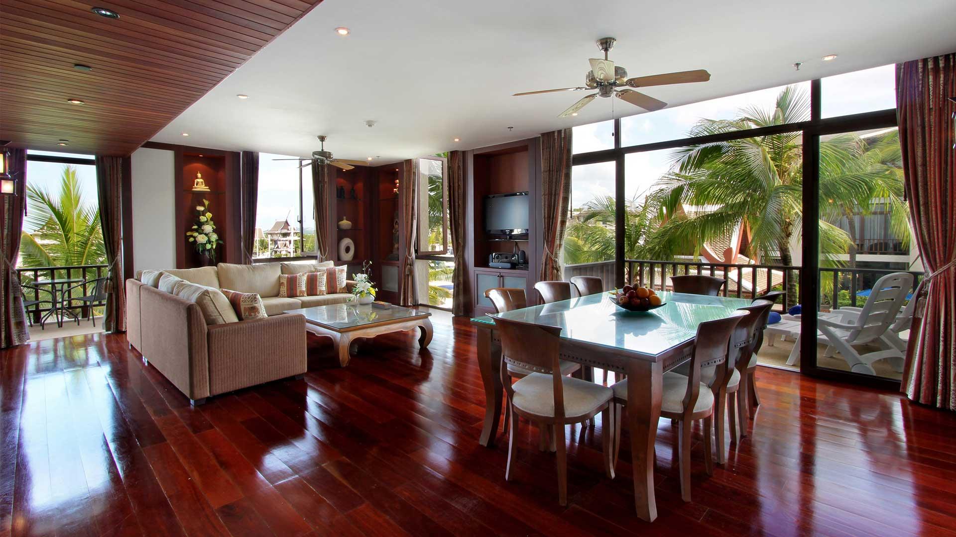 villa nga villa mieten in phuket royal phuket marina. Black Bedroom Furniture Sets. Home Design Ideas