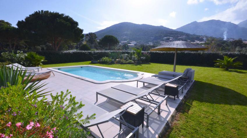 Louer une villa en corse avec piscine chauff e villanovo for Villa en corse avec piscine