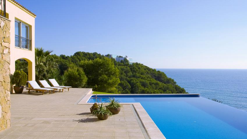 Villa rentals in Spain with direct access to the beach