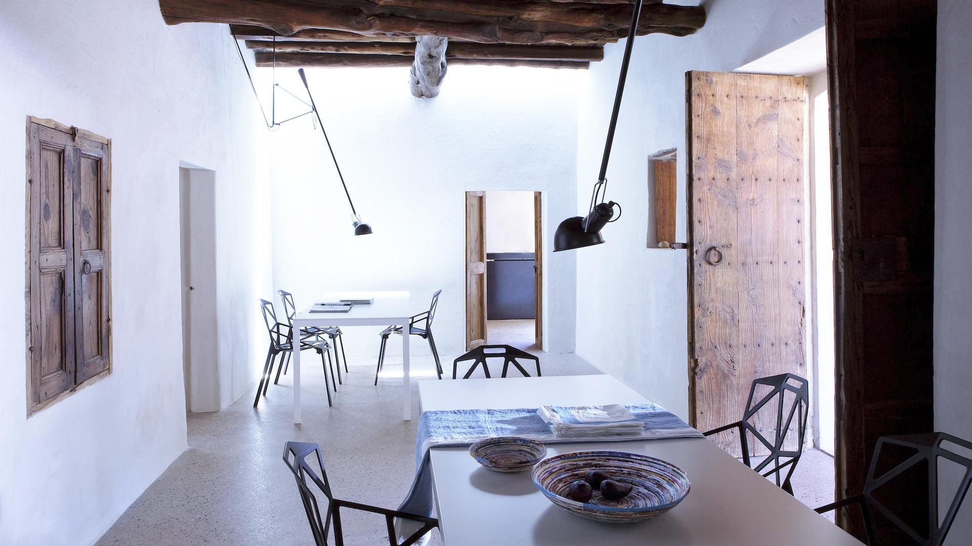 Foto della villa can basso a ibiza villanovo for Mobile basso sala da pranzo