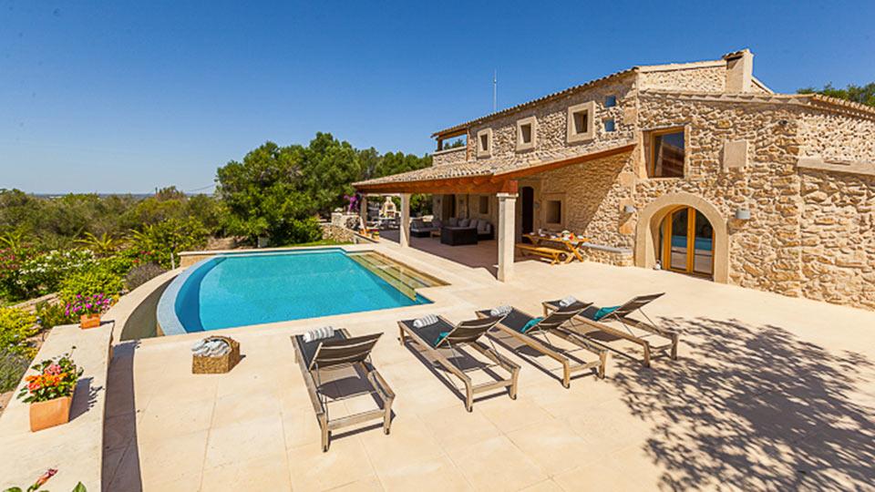 Villa pallona villa mieten in mallorca s dosten villanovo for Mallorca villa mieten