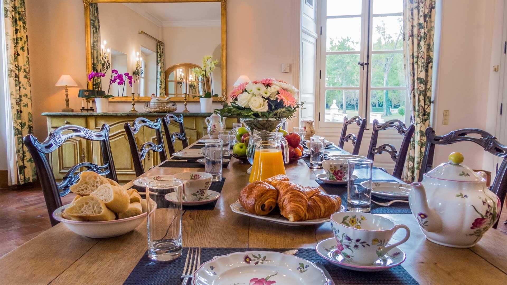 Photos de la villa ch teau de tourreau provence villanovo for La salle a manger salon de provence