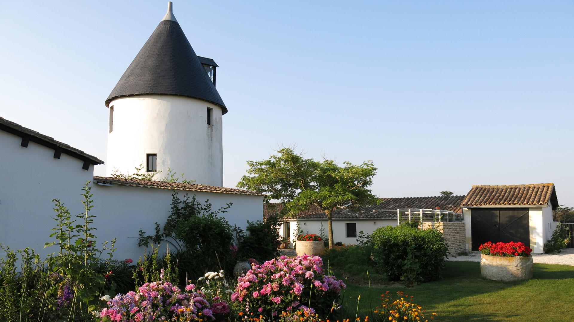Le moulin du s n chal villa louer le de r ars en for Location garage ile de france