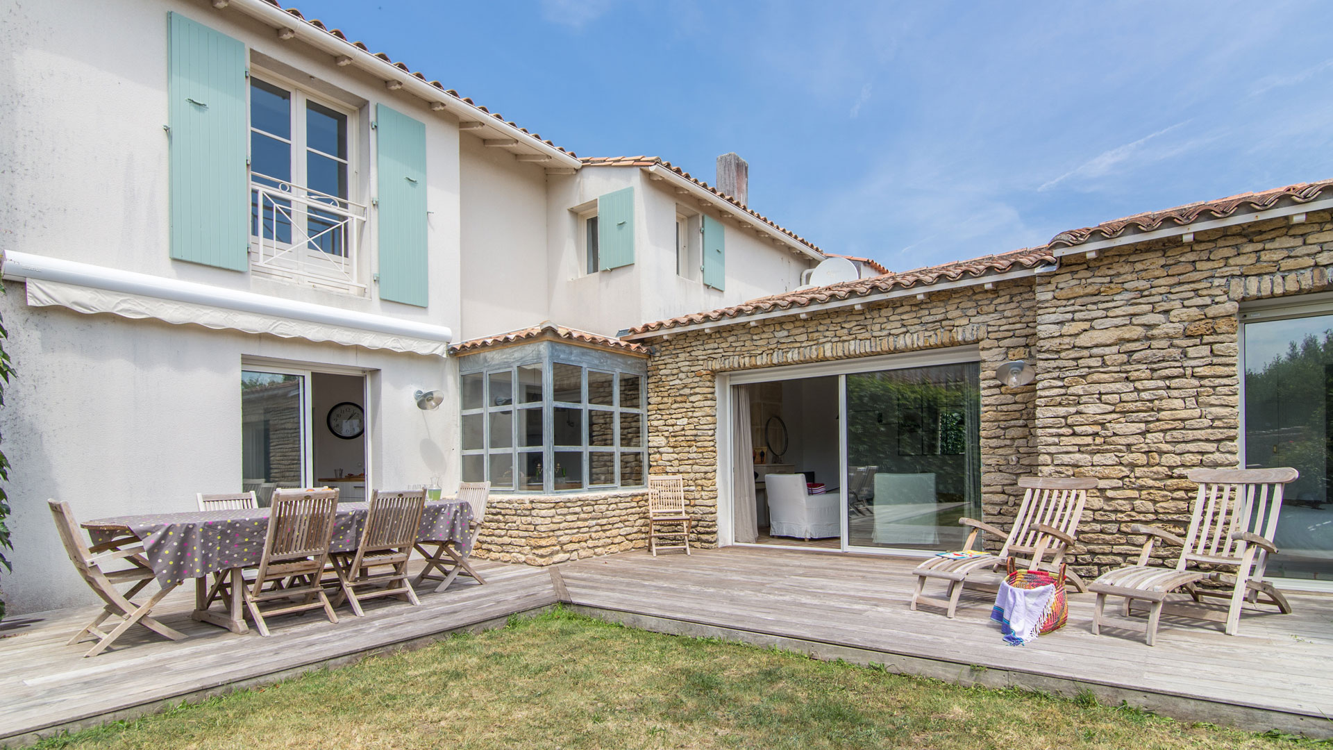 Villa shems en r villa louer le de r les portes for Jardin a louer ile de france