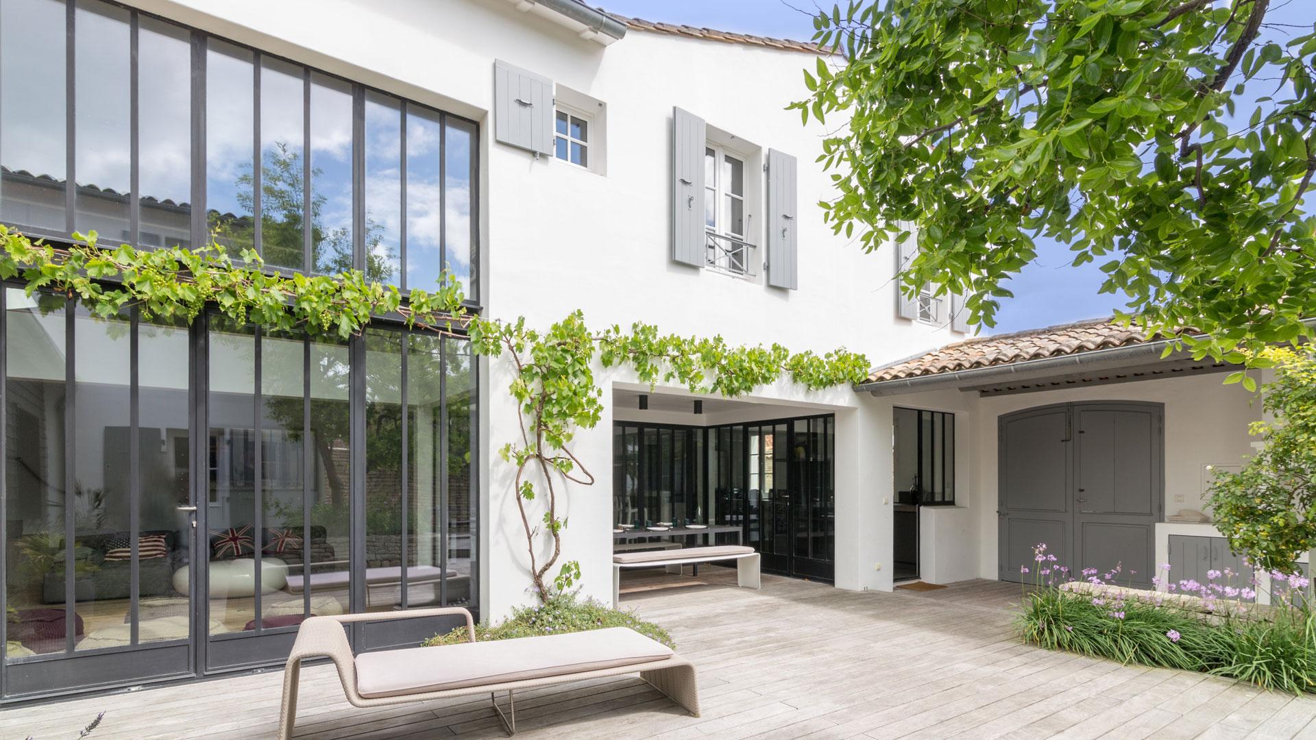 villa zadig villa mieten in le de r les portes en r villanovo. Black Bedroom Furniture Sets. Home Design Ideas