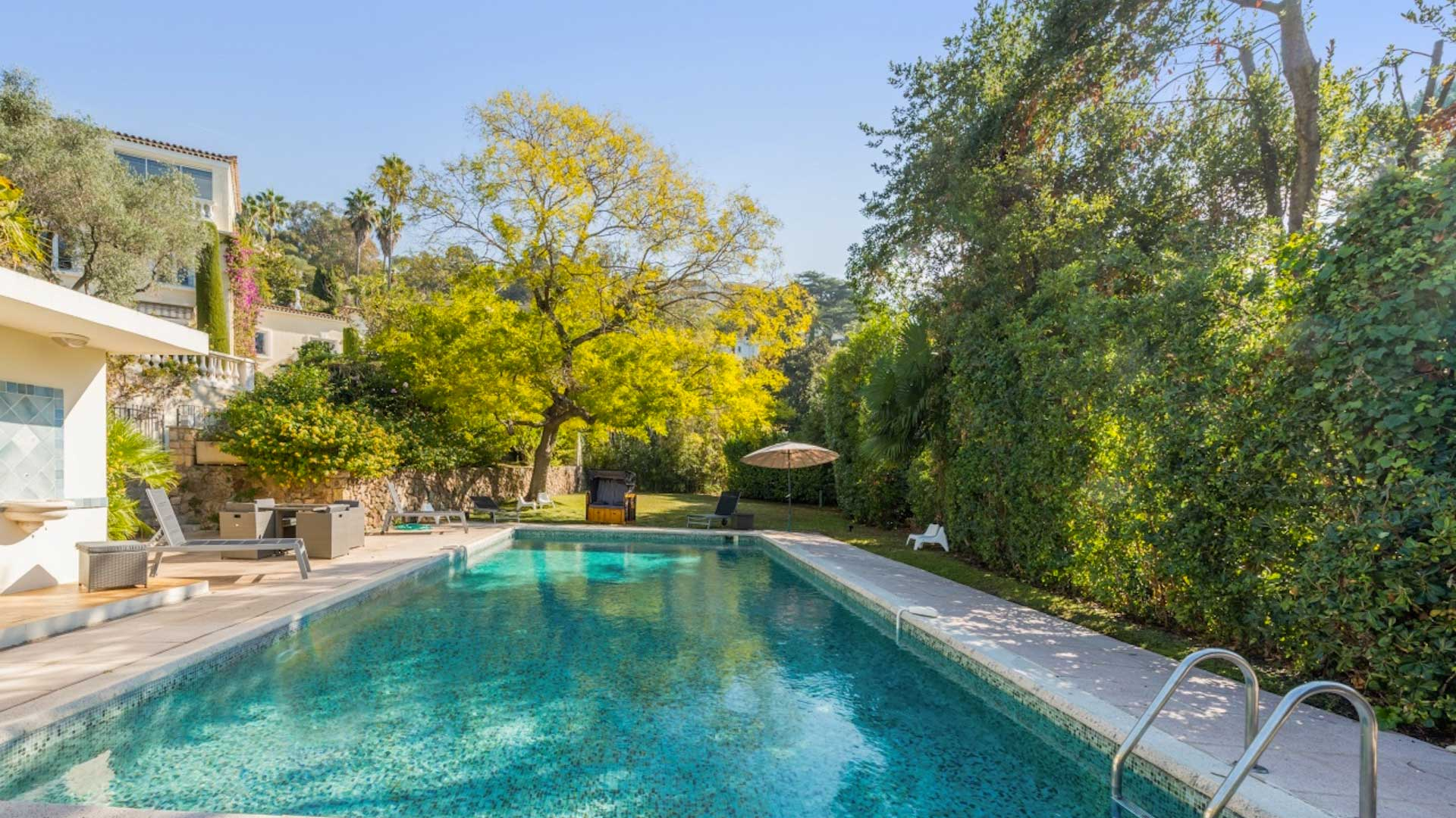 Villa fontaine saint georges villa louer c te d 39 azur for Location villa cote d azur piscine