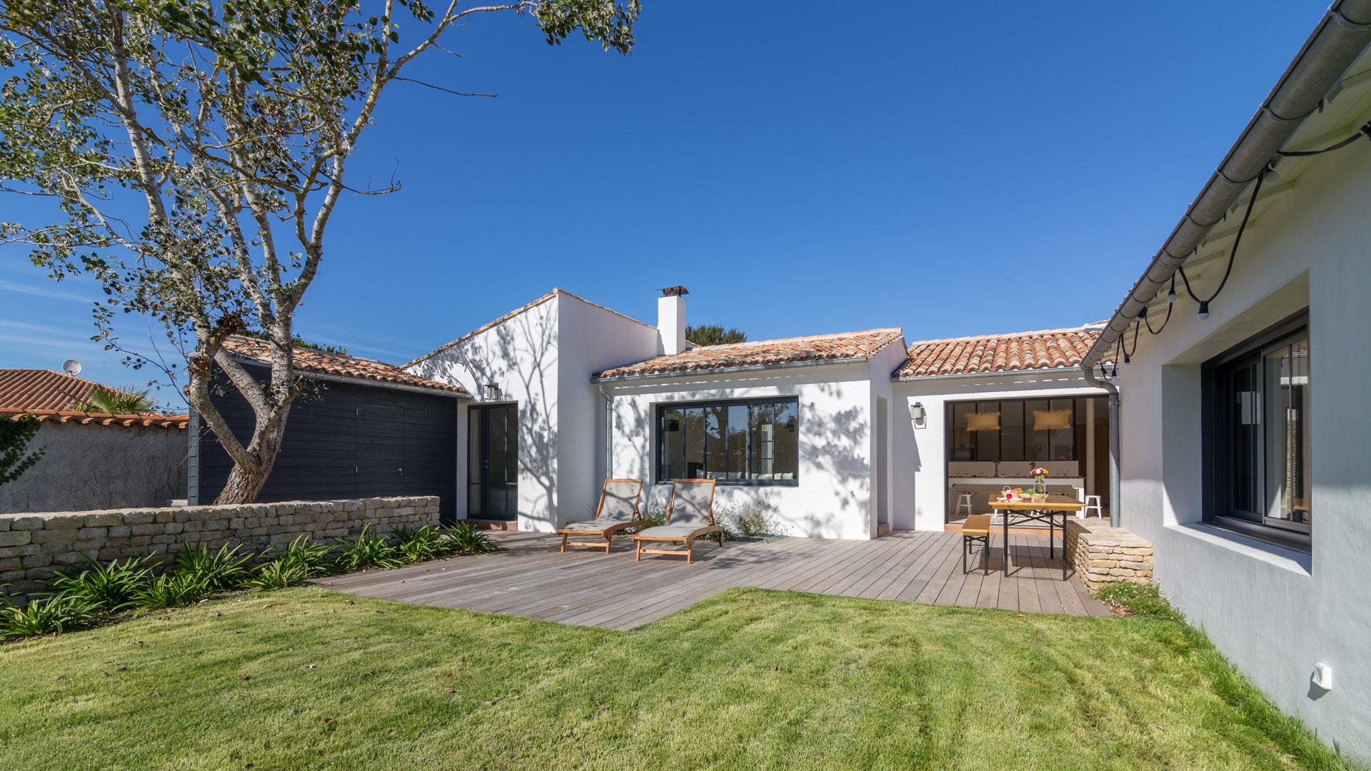 villa rimbaud villa louer le de r ars en r villanovo. Black Bedroom Furniture Sets. Home Design Ideas