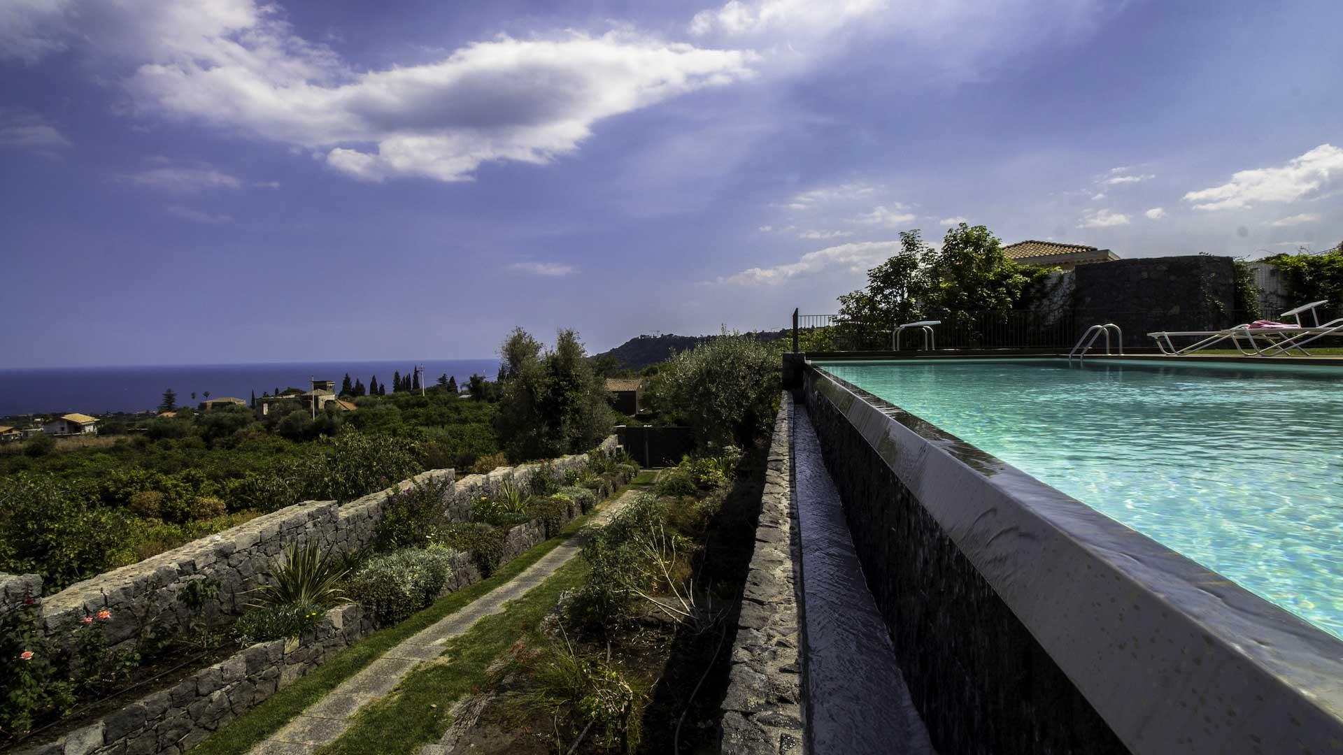 villa taormina villa mieten in sizilien sizilien nord stlich villanovo. Black Bedroom Furniture Sets. Home Design Ideas
