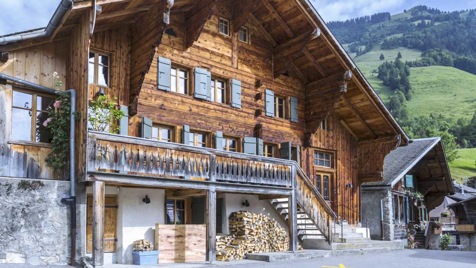 Chalet rossini re 1658 villa louer alpes suisses for Balthus la chambre