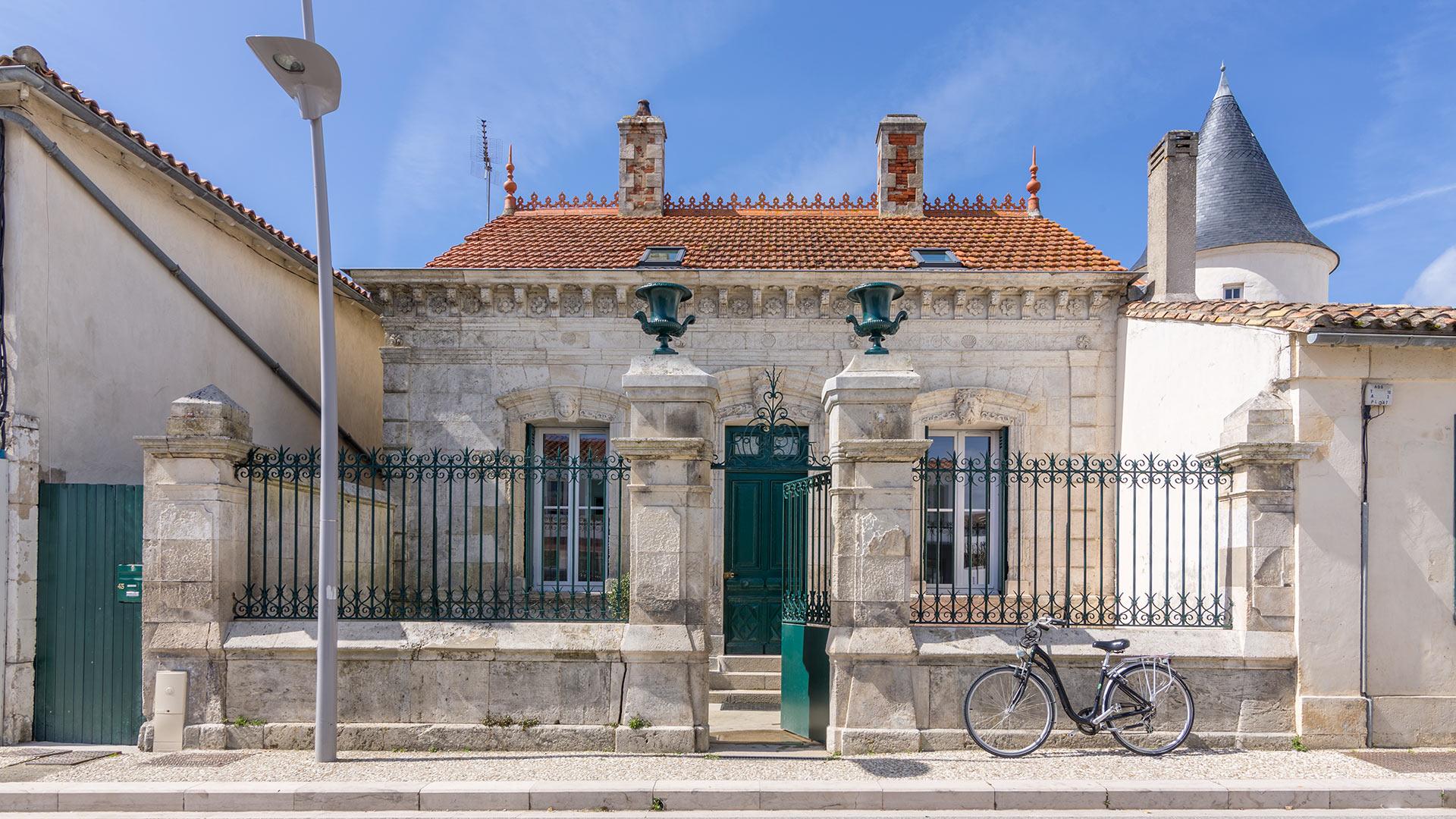 Villa c zanne villa rental in le de r rivedoux plage for Villa ile de re