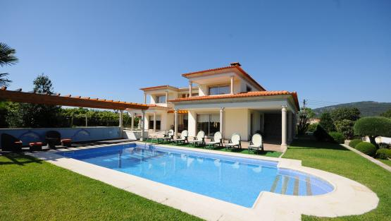 Villa Villa Ravira, Rental in Porto and North