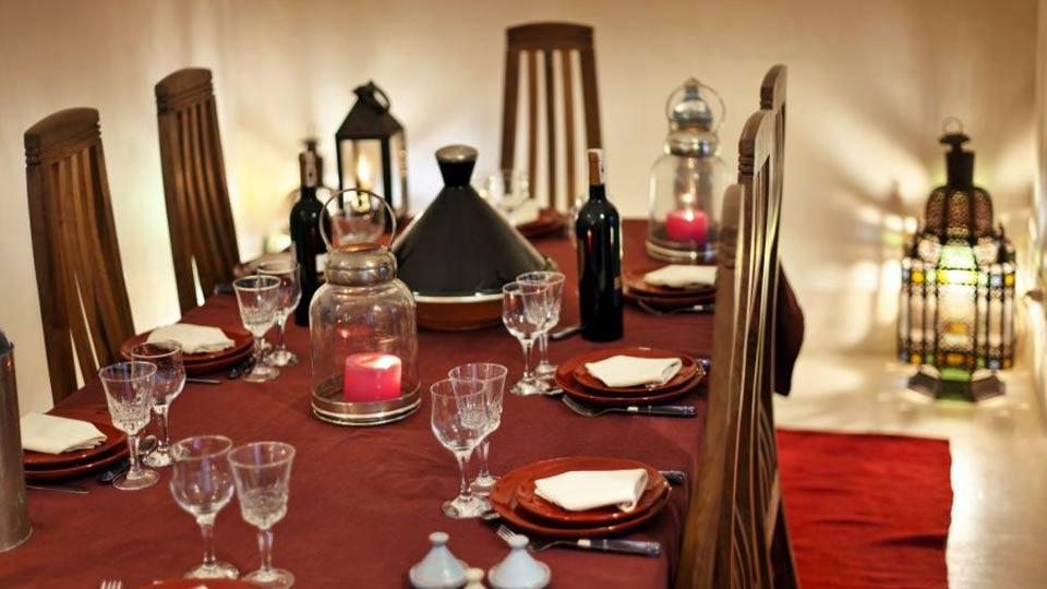 Photos de la villa dar assoura marrakech villanovo for Salle a manger orientale